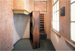 anne-frank-secret-annex-bookcase-250x170